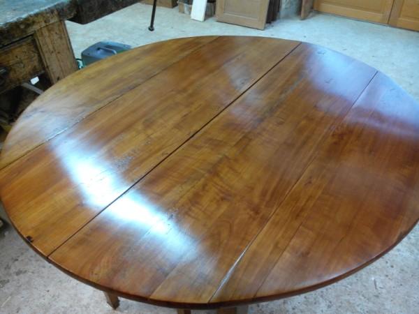 Restauration d une table suite br lures sur plateau - Restauration d une table en bois ...