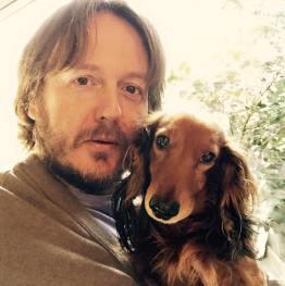 Aldo Dalla Vecchia con il cane Arturo