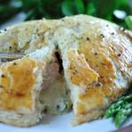 Salmon en croute with asparagus