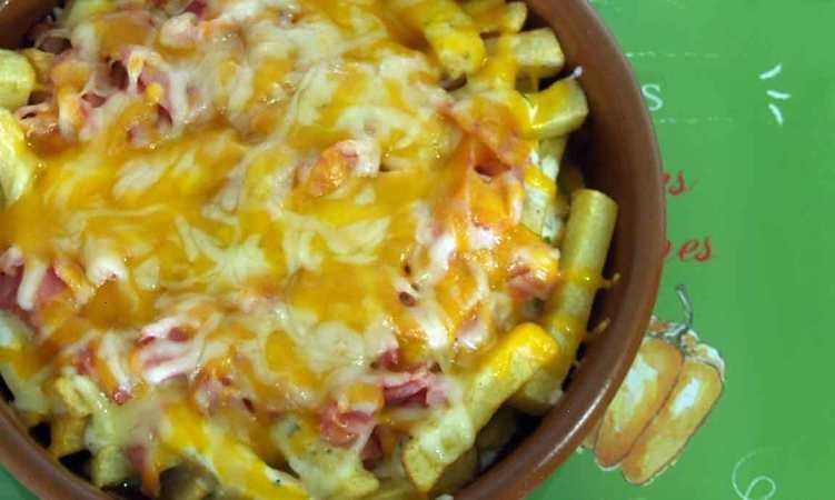 Patatas estilo Foster's con queso y bacon