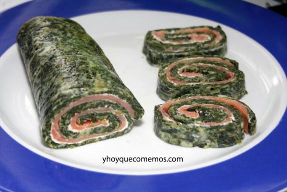Rollo de espinacas con salmón