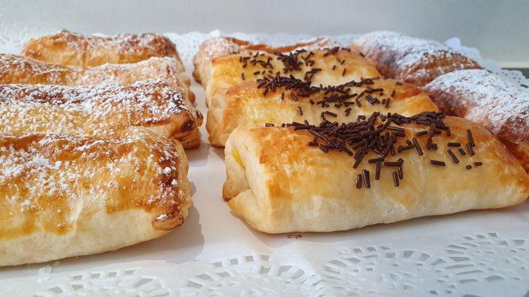 Napolitanas rellenas de crema pastelera