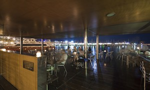 Cafeteria en puerto deportivo.Coffee bar in the sports marina