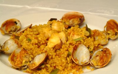 Arroz con rape y almejas. Receta típica de arroz