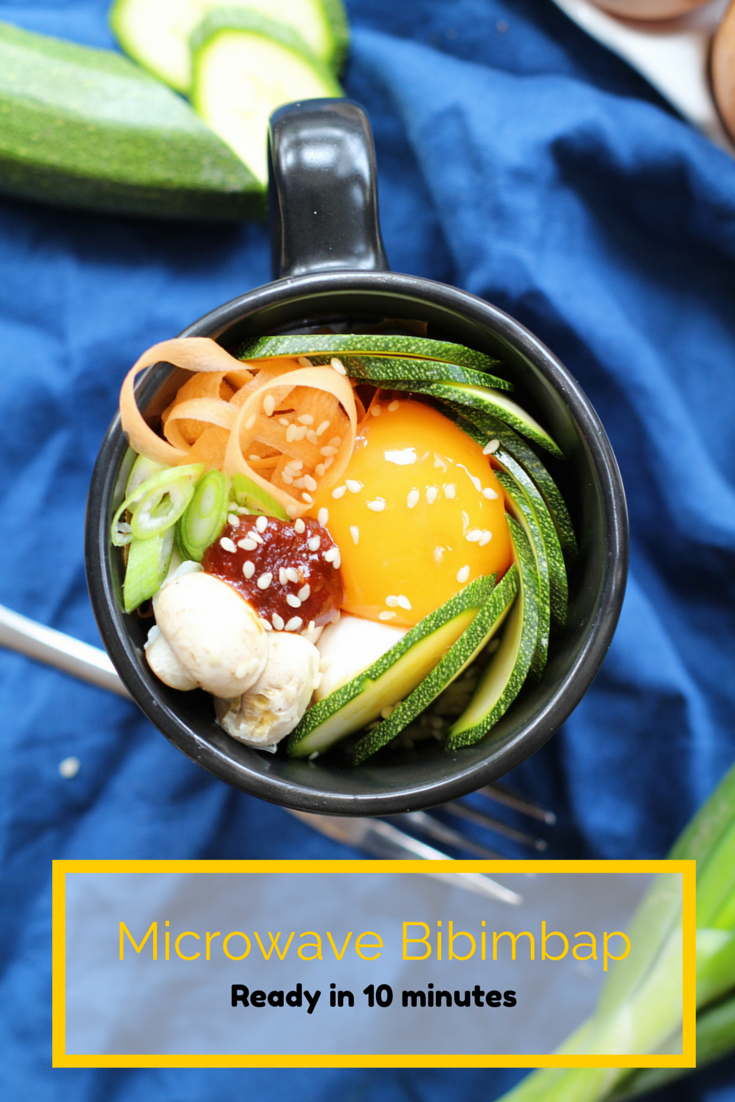 This microwave bibimbap is ready in 10 minutes and ideal for lunch time. This Korean rice dish has me hungry! | www.alifeofgeekery.co.uk