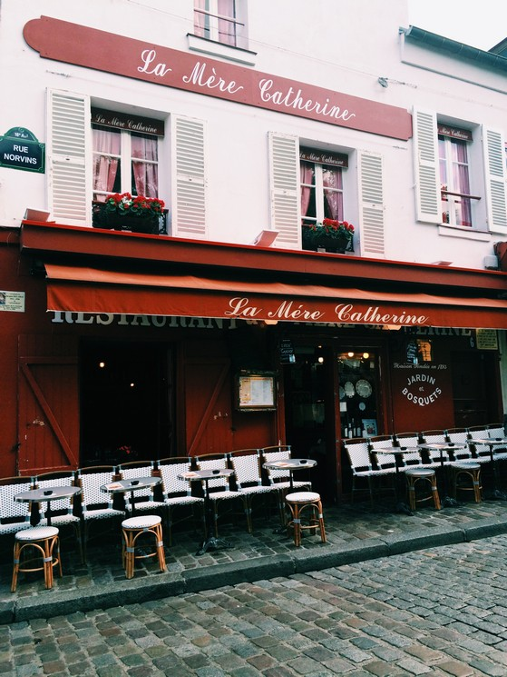 Montmartre, Sacre Coeur, Paris, Go with Oh Apartment