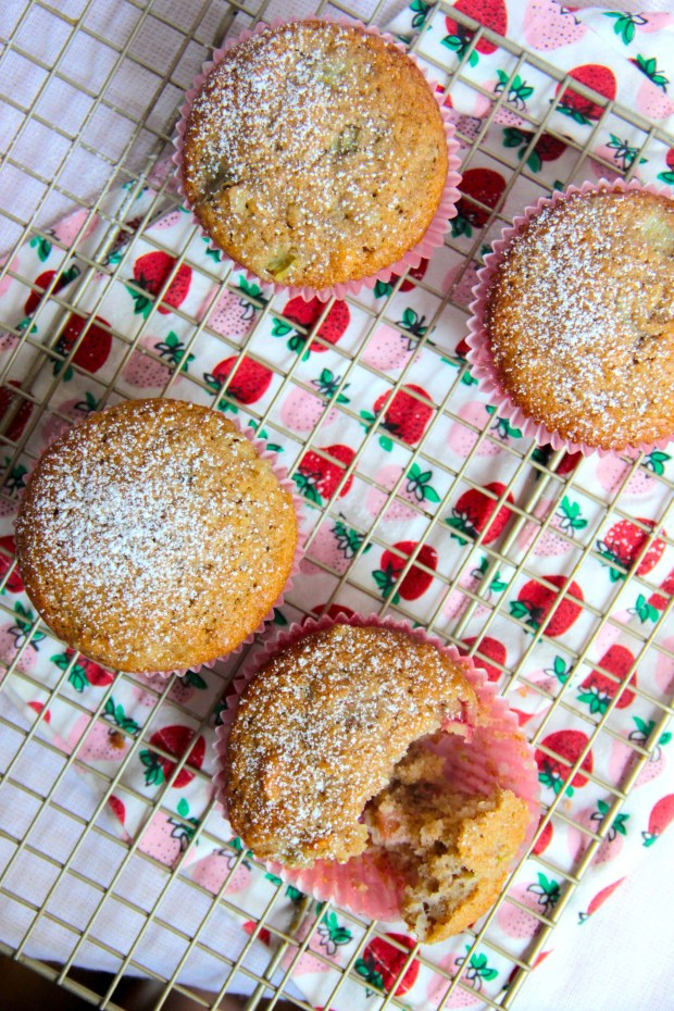 how to make muffins with stewed rhubarb