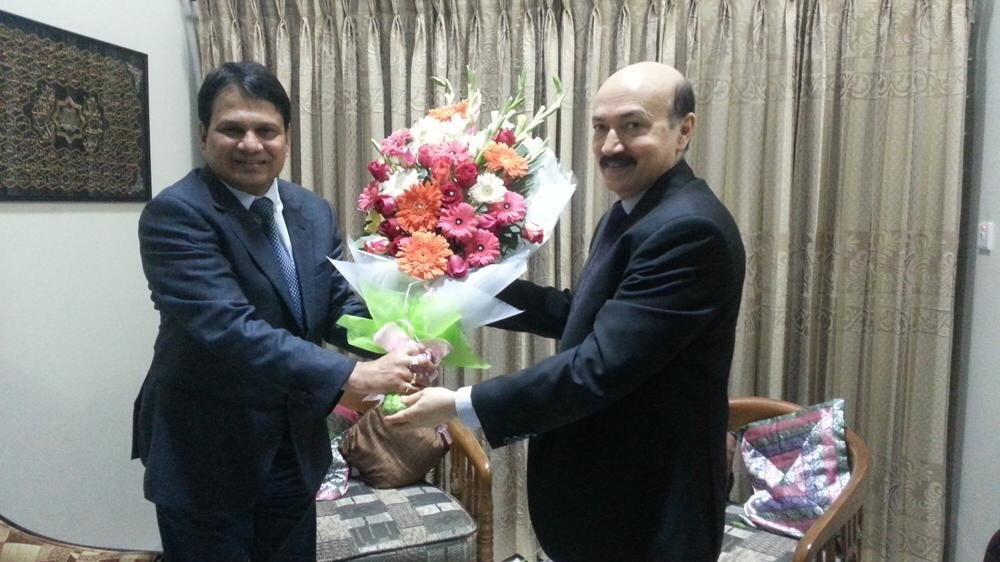 khan on right with tarique Siddique in 2017 in happier times