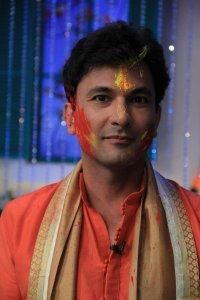 Chef Vikas Khanna celebrates Holi on MasterChef India-4 set