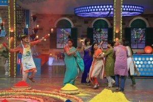 MasterChef India-4 contestants celebrate Holi on MasterChef India-4 set 2