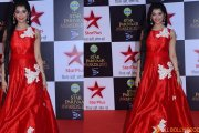 Digangana Suryavanshi swamped by fans at Star Parivaar Awards