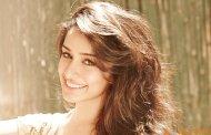 Shraddha Kapoor wants Shahid Kapoor's feedback on her dance film