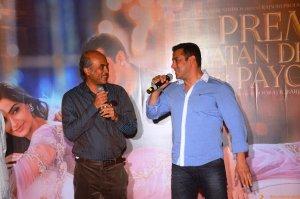 Sooraj Barjatya and Salman Khan 1 at the trailer launch of Prem Ratan Dhan Payo presented by Fox Star Studios & produced by Rajshri Productions (P) Ltd, directed by Sooraj Barjatya