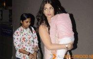 Aishwarya Rai Bachchan Carrying A sleeping Aaradhya