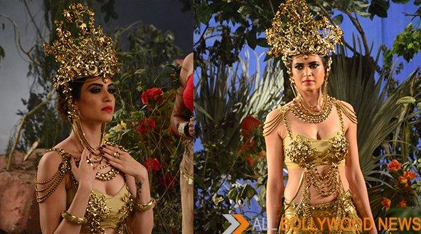 Karishma Tanna's Crown On The Show Nagarjun Weighs 5 kg