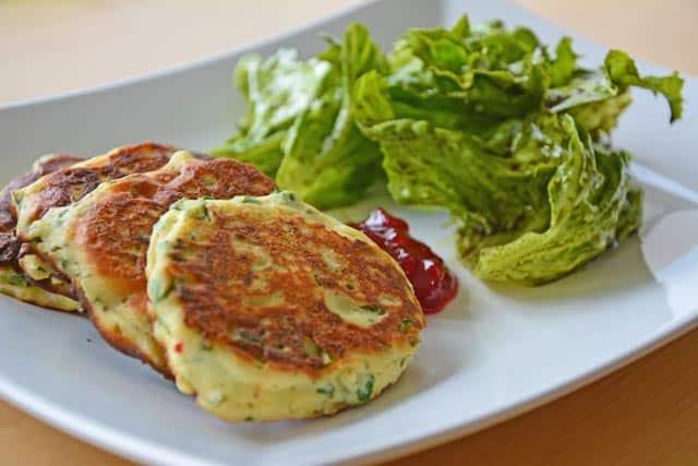 Ricotta-Küchlein mit Salat – feines Sommergericht