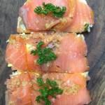 Pan de cristal con salmón Ahumado y huevo duro. #foodtravel…