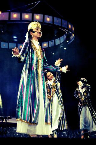 Yangi Avlod (New Generation) Children's Creativity Festival Winners performing at the M&TVA Awards