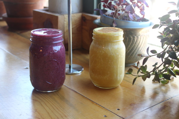 Berry Blast + Golden Mango at The Corner Beet (Image by LoudPen)