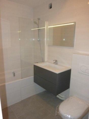Après: reprise d'une salle de bains en carrelage à Levallois-Perret 92300