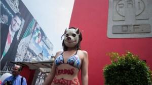 Este jueves, afuera de las oficinas del PRI-DF se reunieron varias personas para protestar contra la presunta red de prostitución.