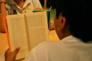 Mexicanos leen en promedio 5.3 libros al año