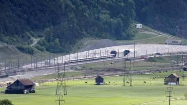primer-tren-inaugura-tunel-AP_