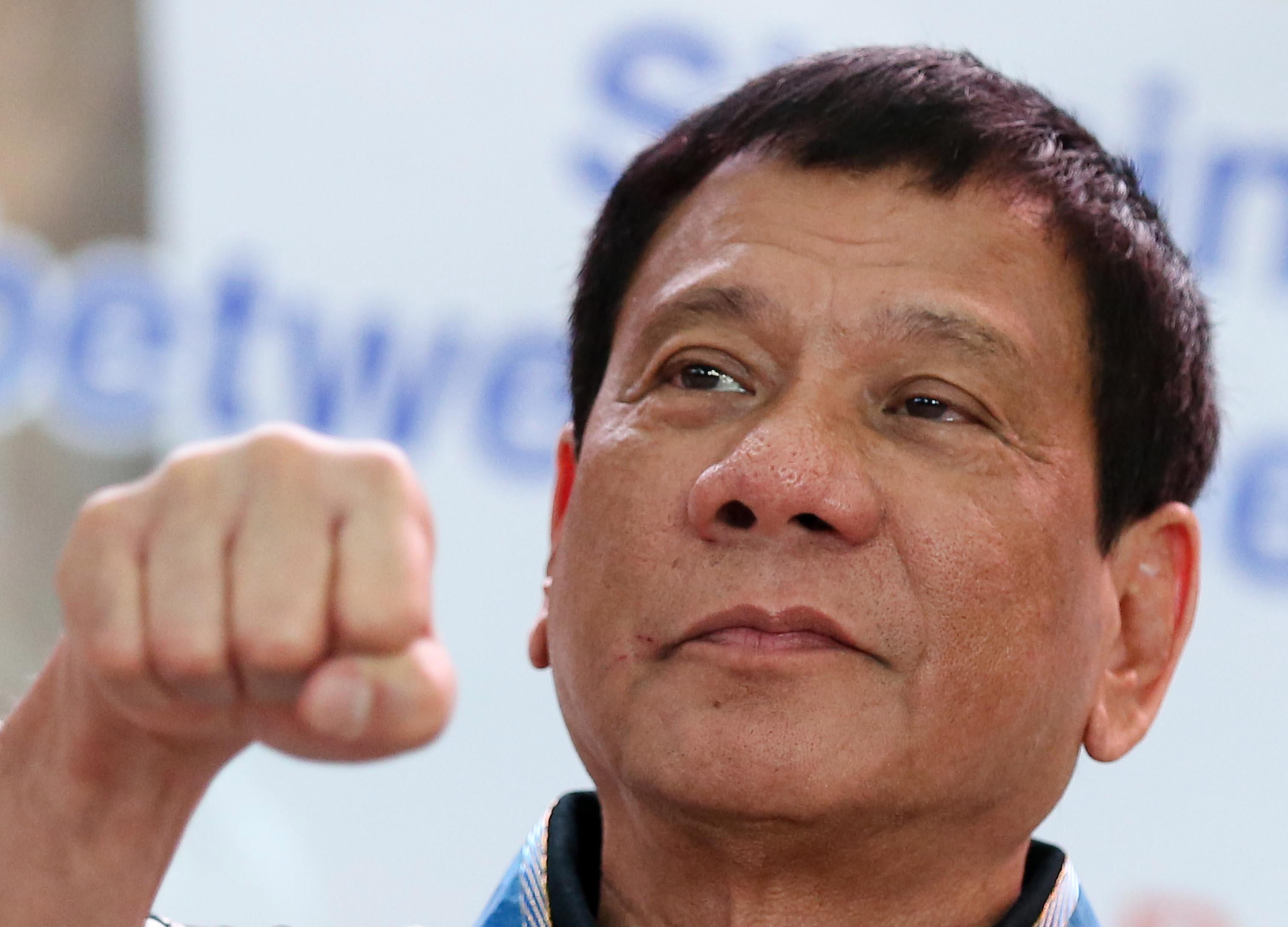 Acusan a presidente filipino de ordenar cientos de asesinatos