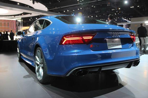 التصميم الخلفي للسيارة اودي ار اس 2016