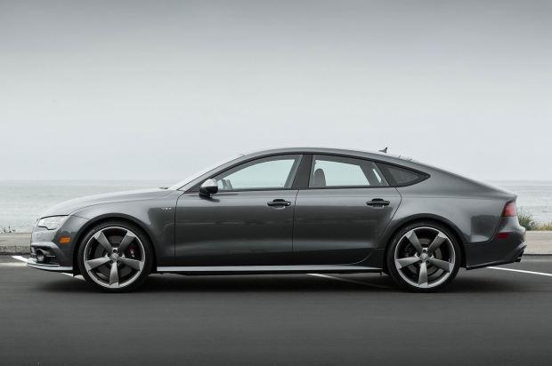 قوة المحرك والاداء للسيارة اودي ار اس 2016