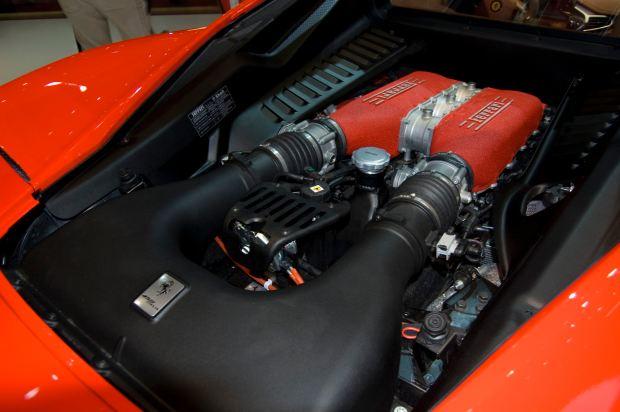 قوة المحرك والاداء للسيارة فيراري 458 سبيشالي