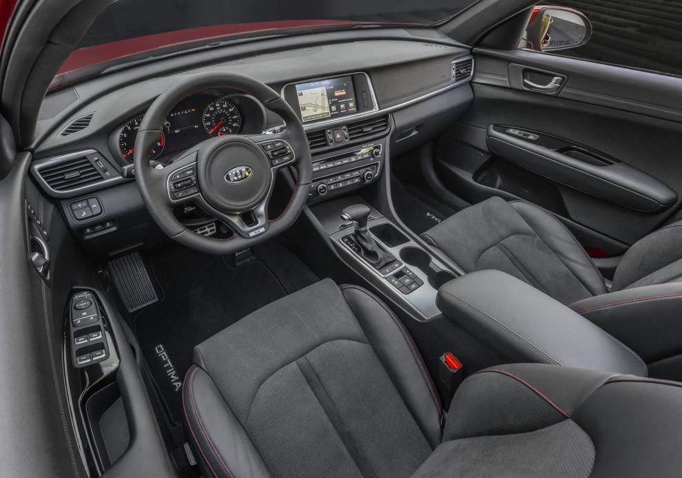التصميم الداخلي للسيارة كيا اوبتيما 2016,