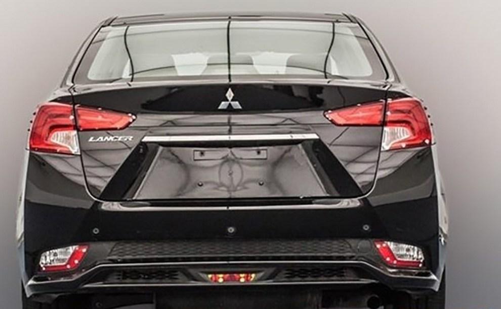 التصميم الخلفي للسيارة ميتسوبيشي لانسر 2017
