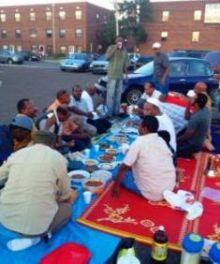 بالصورة : سودانيون يقيمون برش رمضان بشوارع أمريكا !!