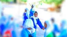 """بالصور: """"أشجان"""" الطفلة السودانية """"المتزوجة"""".. تعود للمدرسة"""
