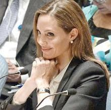 انجلينا جولي تنوي خوض المجال السياسي قريبا