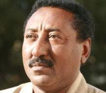 صلاح الدين عووضة: نميري يصدر قراراً بوقف الإعلان المذكور بحجة أنه يحث على (الخيابة!)