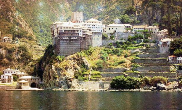جبل يوناني لا تدخله النساء وإناث الحيوانات