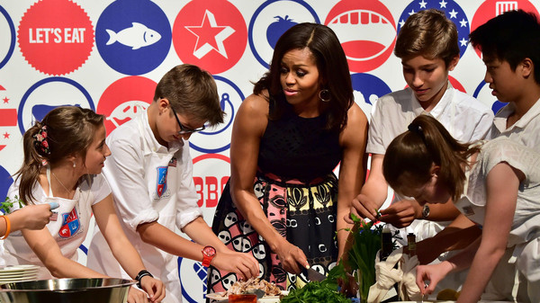 US First Lady Michelle Obama cooks with young from the American School of Milan at the James Beard American Restaurant during a visit at the Universal Exhibition 2015 (Expo Milano 2015 or World Exposition 2015) in Milan on June 17, 2015. AFP PHOTO / GIUSEPPE CACACE