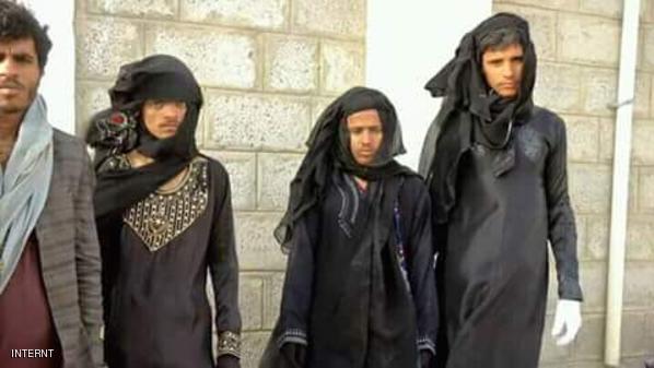 الحوثيون بأزياء نسائية