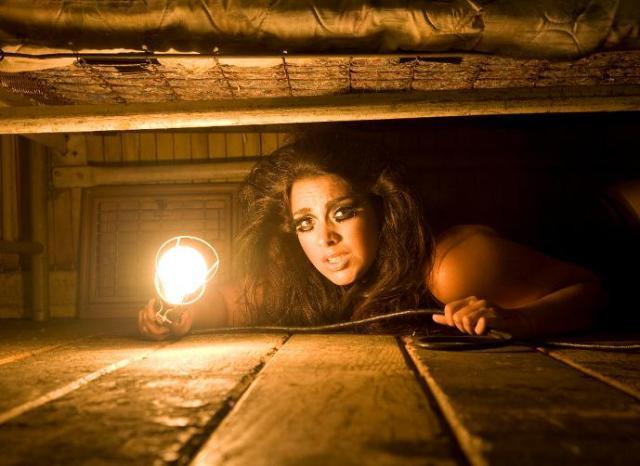 أشياء عُثر عليها تحت السرير