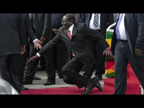 روبرت موغابي يسقط