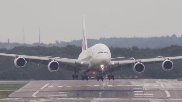 طيران الامارات - اضخم طائرة في العالم