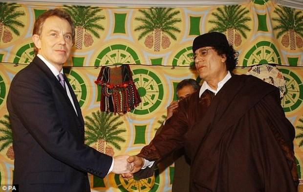توني بلير والقذافي