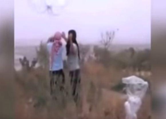 داعش يستخدم الواقيات الذكرية في القصف