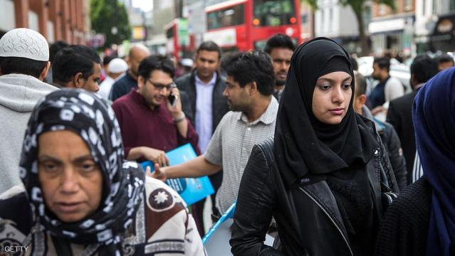LONDON, ENGLAND - JUNE 19:  People leave the East London Mosque after attending the first Friday prayers of the Islamic holy month of Ramadan on June 19, 2015 in London, England.  Muslim men and women across the world began to observe Ramadan, a month long celebration of self-purification and restraint, earlier this week. During Ramadan the Muslim abstain from eating, drinking, smoking and having sex between sunrise and sunset, breaking their fast with an Iftar meal after sunset.  (Photo by Rob Stothard/Getty Images)