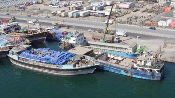 الإمارات تعلن ضبط باخرة إيرانية لتهريب المخدرات