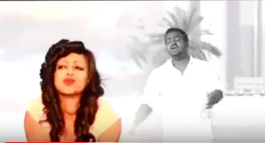 """مطرب أثيوبي يلفت انتباه """"الحواتة"""" بأدائه لأغنية الراحل محمود عبد العزيز """"لهيب الشوق"""""""