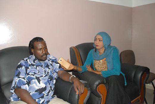 الشاب السوداني (شهاب) مجهول الأبوين ومريض الايدز يستلم الرقم الوطني