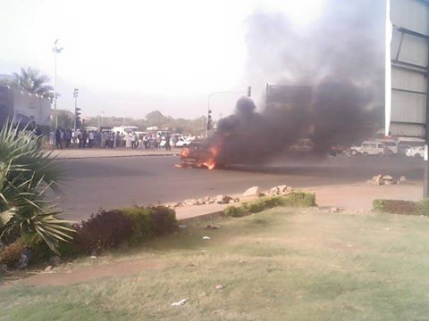 عاجل:بالصور .. احتراق سيارة بكوبري القوات المسلحة يعطل الحركة